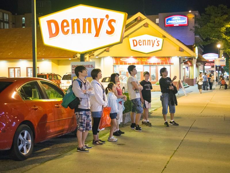 Denny's Crowd, Niagara Falls, Canada (August 2013)